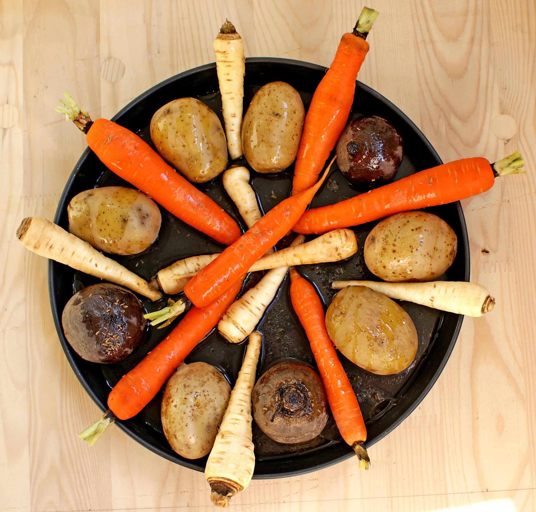 Muschiulet marinat, sosuri si legume coapte