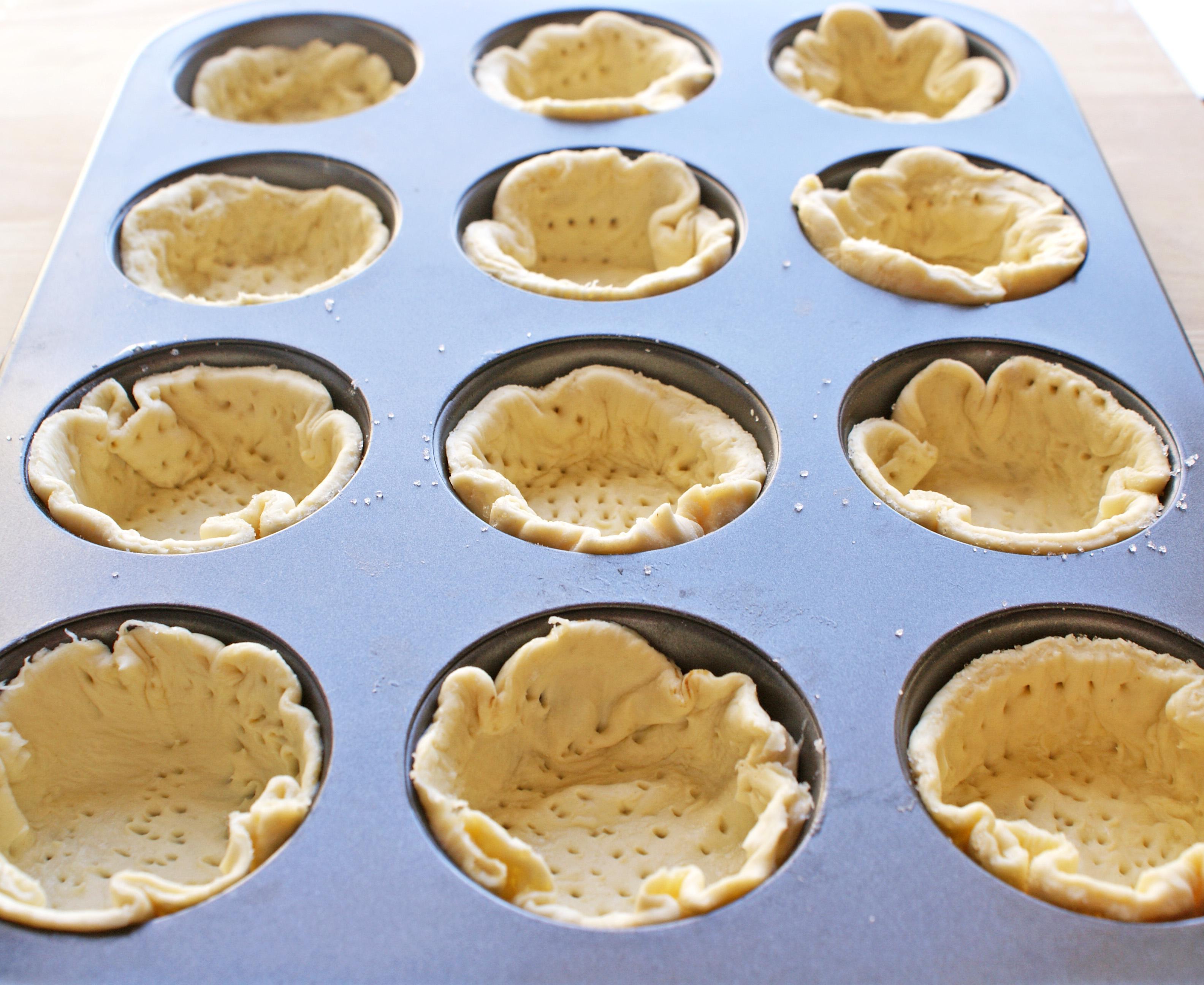 Minitarte cu capsuni, crema de lamaie si frisca