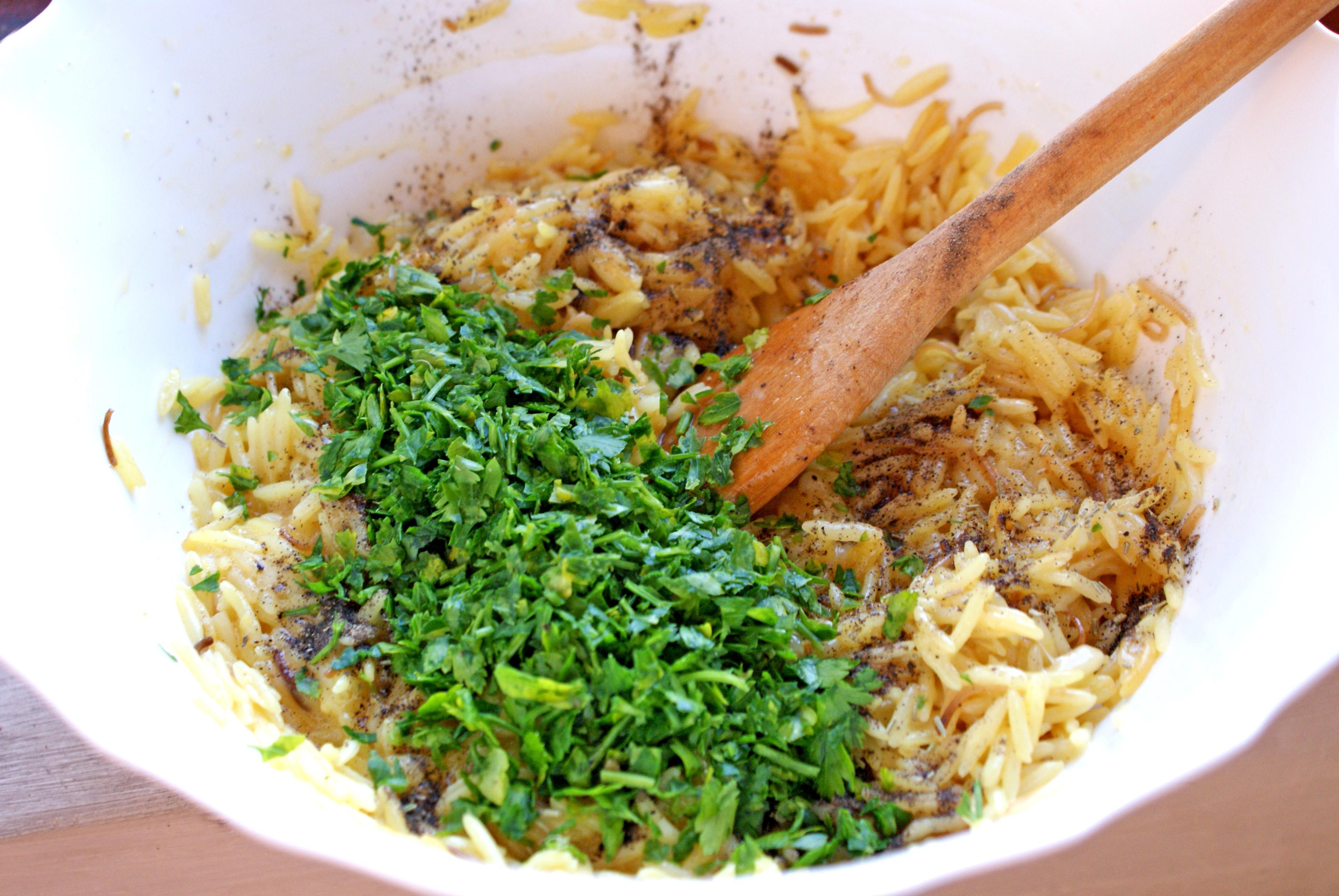 Bastonase din orez cu ton