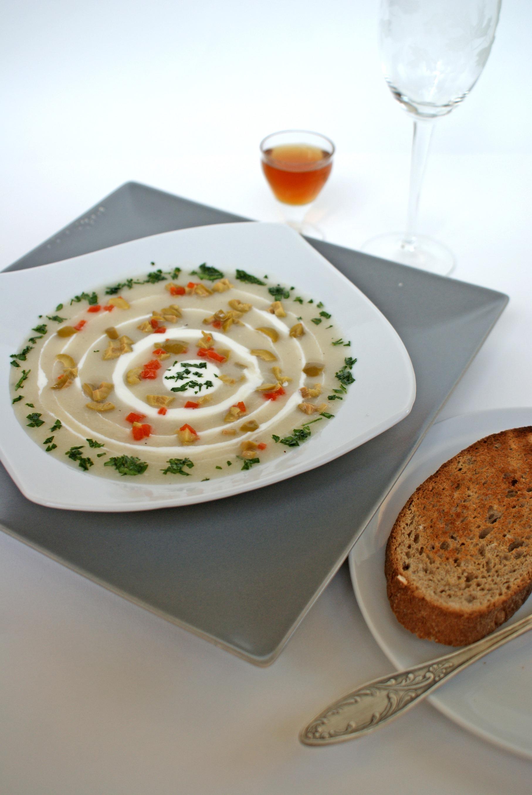 Supa de usturoi cu masline