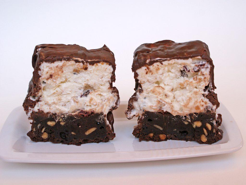capsule din ciocolata cu inghetata la mijloc