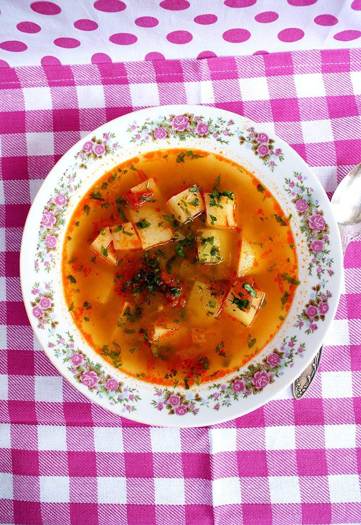 Supa taraneasca cu rosii, cartofi si lapte