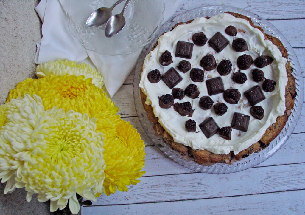 tort-ciocolata-mascarpone-banane-mure