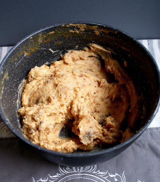Tort cu mascarpone, caramel, alune de padure, portocale