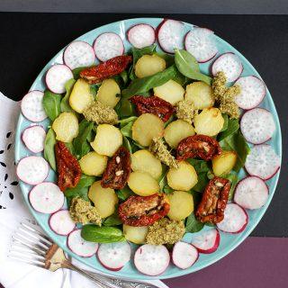 Salata de cartofi copți, cu Pesto și legume