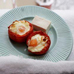 reteta oua in cuib de rosii